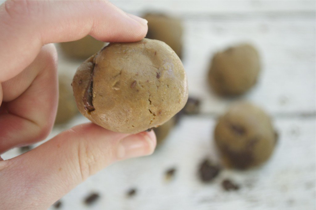 Raw Cookie Dough Bites - A Dash of Megnut (gluten-free, dairy-free, refined sugar-free and vegan)