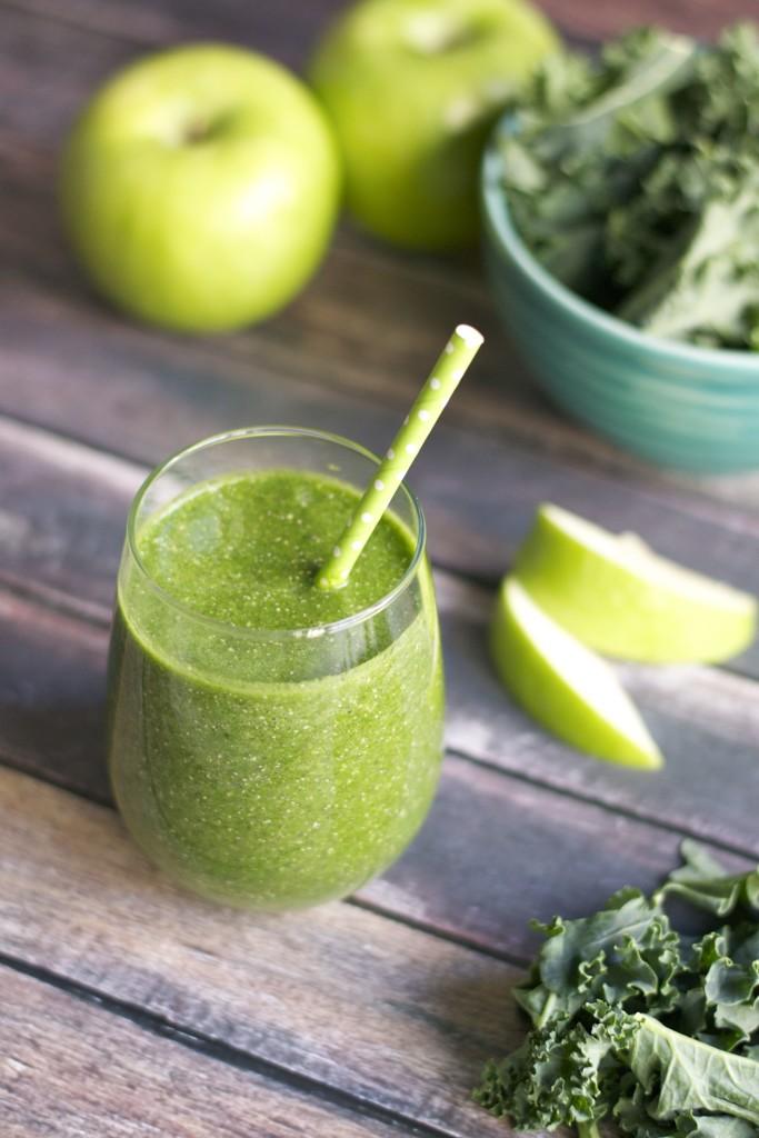 Apple and Kale Green Smoothie (GF, V, RSF, DF) - A Dash of Megnut