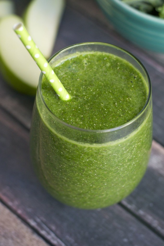 Apple and Kale Green Smoothie (GF, V, RSF, DF) - A Dash of Megnut