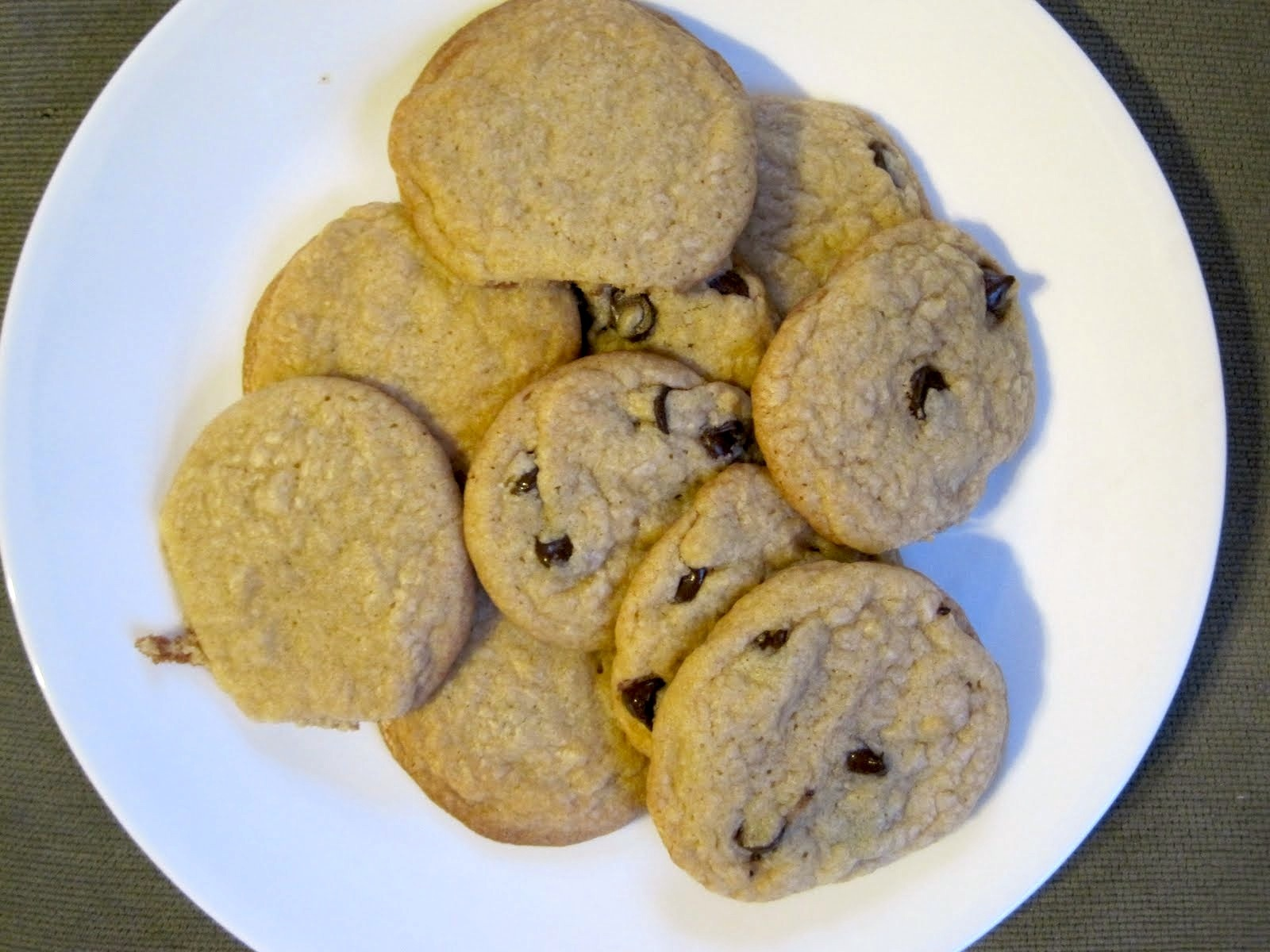 Chocolate Chip Cookies with and without the Chocolate Chips - A ...